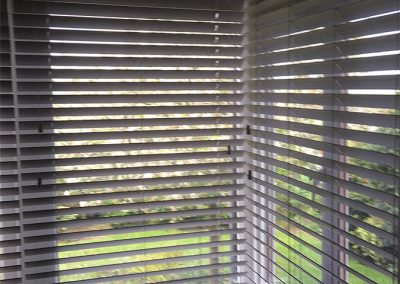 venetian-blinds-lounge-closeup
