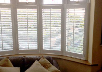 plantation-shutter-lounge-glass-2
